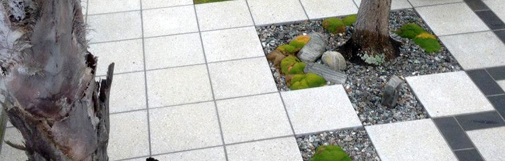 Outdoor pavers around tree feature